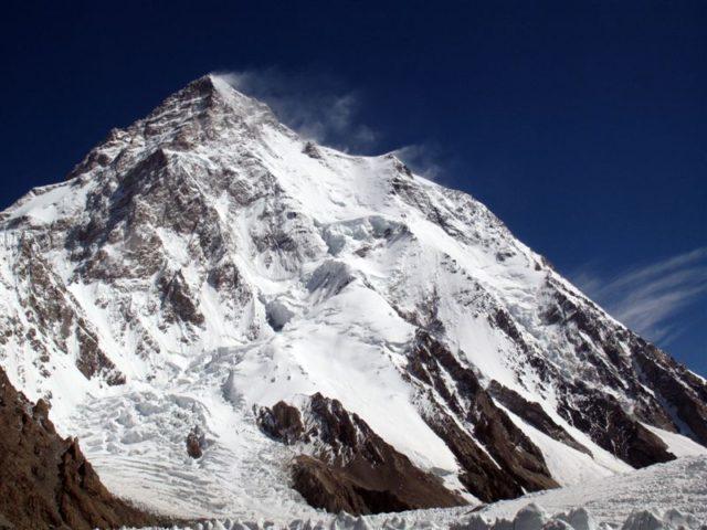 climb K2 (Chogori)