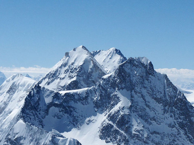 climb Gasherbrum I and II